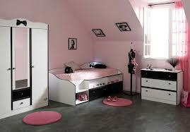 de fille rose et noire