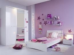 Jolie chambre de fille rose et blanche