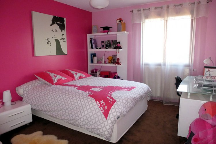 du rose dans une chambre de fille. Black Bedroom Furniture Sets. Home Design Ideas