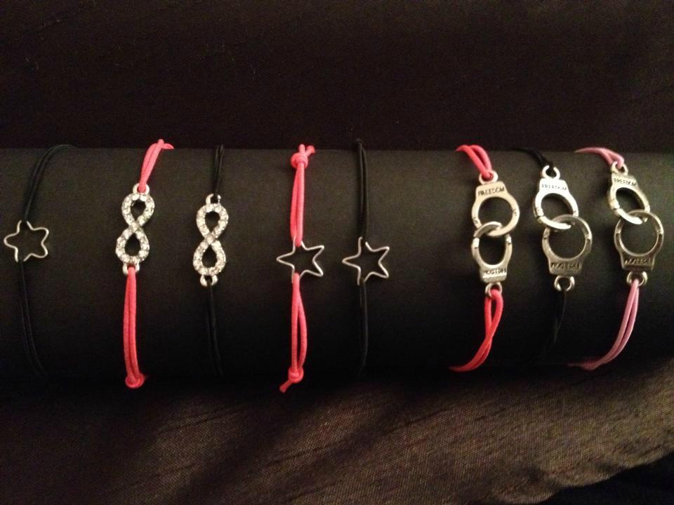 Bracelets élastiques et breloques