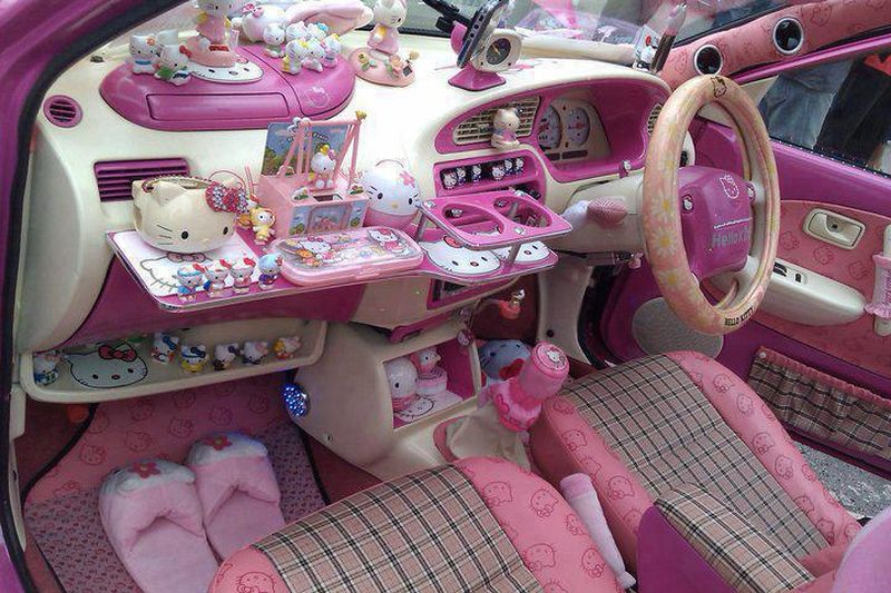int rieur de voiture hello kitty. Black Bedroom Furniture Sets. Home Design Ideas