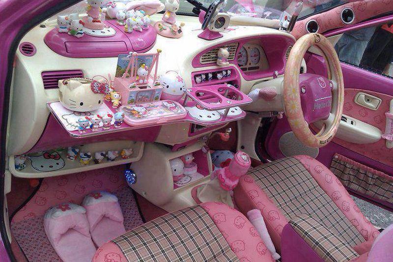 Int rieur de voiture hello kitty for Interieur de voiture