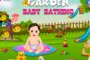 Bébé dans le jardin