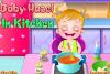 Bébé Hazel dans la cuisine